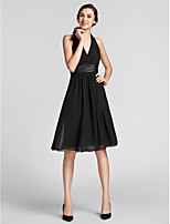 Knee-length Chiffon / Satin Bridesmaid Dress - Black Plus Sizes / Petite Sheath/Column Halter