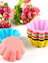 10pcs fiori a forma di stampi per stampi da forno torta di gelatina stampo (colore casuale)