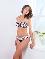 Women's Polyester Push-up/Underwire Bra Sexy Geometric Halter Bikinis