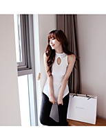 Sleeveless chest small hollow-out sweater