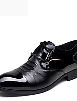 Men's Shoes Office & Career / Party & Evening Patent Leather Oxfords Black / Brown
