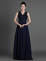 Floor-length Chiffon / Tulle Bridesmaid Dress - Dark Navy Sheath/Column V-neck