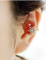 Woman's Fashion Gold Plated Beautiful Snowflake Crystal Single Ear Clip Earrings 1pc