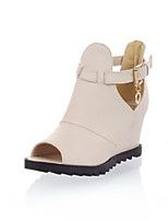 Women's Shoes Leatherette Wedge Heel Wedges / Peep Toe Sandals Office & Career / Dress / Casual Black / Beige