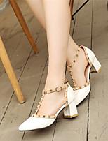 Zapatos de mujer-Tacón Robusto-Tacones / Puntiagudos-Tacones-Vestido / Casual / Fiesta y Noche-Cuero Patentado-Negro / Blanco / Gris