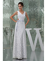 Formal Evening Dress A-line V-neck Floor-length Lace / Charmeuse