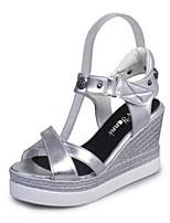 Chaussures Femme-Bureau & Travail / Décontracté-Blanc / Argent-Talon Compensé-Bout Ouvert-Sandales-Synthétique