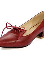 Zapatos de mujer-Tacón Bajo-Puntiagudos-Tacones-Oficina y Trabajo / Vestido / Casual-Semicuero-Negro / Rojo / Gris