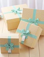 Boîtes Cadeaux(Jaune,Papier durci)Thème classique- pourMariage / Commémoration / Fête prénuptiale / Fête de naissance / Bonbon seize /