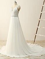 A-라인 웨딩 드레스 코트 트레인 V-넥 쉬폰 / 레이스 와 아플리케 / 비즈 / 스팽글