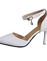 Damenschuhe-Sandalen / High Heels-Hochzeit / Kleid / Lässig / Party & Festivität-PU-Stöckelabsatz-Absätze-Schwarz / Weiß