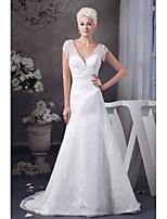 A-라인 웨딩 드레스 코트 트레인 V-넥 레이스 / 새틴 와 장식주름 / 허리끈 / 리본 / 레이스