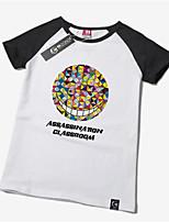 -Andere-Andere- mitT-Shirt-Ärmel