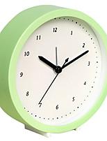 reloj mudo digital linda de múltiples funciones de alarma (color al azar)