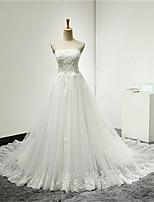 A-라인 웨딩 드레스 채플 트레인 끈없는 스타일 튤 와 아플리케 / 비즈 / 러플