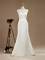 Trumpet / Mermaid Wedding Dress Floor-length Scoop Lace / Satin with Button
