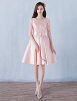באורך  הברך סאטן שמלה לשושבינה  גזרת A מחשוף עמוק עם תחרה