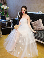 A-line Wedding Dress Floor-length Strapless Lace / Tulle with Appliques