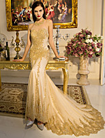 Formal Evening Dress Trumpet / Mermaid Halter Court Train Lace / Tulle / Sequined with Lace / Ruffles / Sequins