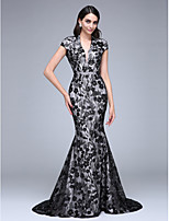 TS Couture® Formal Evening Dress Trumpet / Mermaid V-neck Court Train Lace with Flower(s) / Sequins