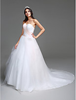 Lanting Bride® Ball Gown Wedding Dress Chapel Train Sweetheart Tulle with Criss-Cross / Flower