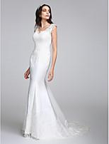 Lanting Bride® Havfrue Brudekjole Hoffslep V-hals Sateng med Appliqué / Knapp