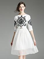 Damen Swing Kleid-Lässig/Alltäglich Retro Stickerei Rundhalsausschnitt Knielang ½ Länge Ärmel Weiß / Schwarz Polyester Herbst