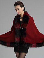 Women's Wrap Capes Sleeveless Faux Fur Burgundy / Royal Blue Wedding / Party/Evening / Casual Button / Feathers / fur