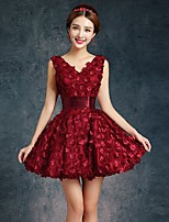 Short / Mini Lace / Satin Bridesmaid Dress Ball Gown V-neck with Flower(s) / Lace