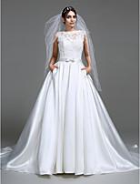Lanting Bride® A-라인 웨딩 드레스 채플 트레인 보트넥 새틴 와 아플리케 / 리본 / 버튼