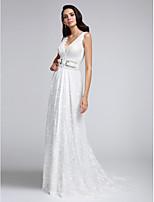A-라인 웨딩 드레스 코트 트레인 V-넥 레이스 와 레이스 / 허리끈 / 리본