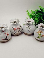 Ceramic Vase Hydroponic Mini Flower Holder Painted Plum Chrysanthemum Elegant Ornaments (Random Pattern)