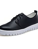 Черный / Белый-Женский-Для занятий спортом-Полиуретан-На плоской подошве-Удобная обувь / С круглым носком-На плокой подошве