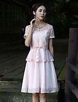 Damen Hülle Kleid-Ausgehen Retro Stickerei Rundhalsausschnitt Knielang Kurzarm Rosa Polyester Sommer Mittlere Hüfthöhe Unelastisch Mittel
