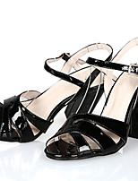 Damen-Sandalen-Büro / Kleid / Lässig-Lackleder-Blockabsatz-Absätze / Vorne offener Schuh / Sandalen-Schwarz / Rot / Aktmalerei
