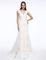 Trumpet / Mermaid Wedding Dress Court Train V-neck Tulle with Appliques / Button