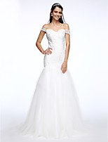 Lanting Bride® Fit & Flare Wedding Dress Sweep / Brush Train Off-the-shoulder Lace / Tulle with Appliques / Button