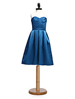 2017 Lanting Bride® Knee-length Satin Junior Bridesmaid Dress A-line Sweetheart with Sash / Ribbon