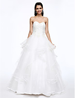 Lanting Bride® Ball Gown Wedding Dress Court Train Sweetheart Tulle with Appliques / Beading / Button