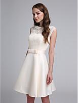 2017 לנטינג bride® קצר / מיני תחרה / סאטן שמלת השושבינה אלגנטי - א-קו תכשיט עם קשת (ים)