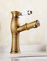 torneira pia do banheiro com o bronze antigo projeto da forma de acabamento de bambu