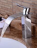cachoeira torneira pia do banheiro acabamento de bronze design contemporâneo