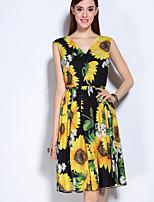 Для женщин На выход Очаровательный А-силуэт Платье Цветочный принт,V-образный вырез Выше колена Без рукавов Желтый Полиэстер Спандекс