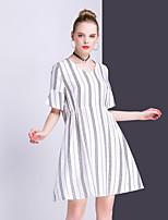Для женщин На выход На каждый день Простое Оболочка Платье Полоски,V-образный вырез Выше колена С короткими рукавамиЛён Искусственный