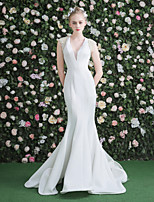 Trumpet / Mermaid Wedding Dress - Classic & Timeless Chic & Modern Beautiful Back Sweep / Brush Train V-neck Velvet with Beading Pearl