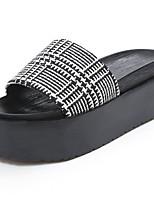 Damen Sandalen Komfort PU Frühling Sommer Normal Kleid Komfort Kariert Flacher Absatz Weiß Schwarz 7,5 - 9,5 cm