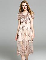 Для женщин На выход Вечеринка/коктейль Праздник Простое Изысканный А-силуэт Оболочка Платье Однотонный Вышивка,V-образный вырезСредней