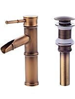 Современный По центруКерамический клапан Одной ручкой одно отверстие for  Античная медь , Ванная раковина кран