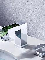 Современный LED Разбросанная Водопад with  Медный клапан Две ручки три отверстия for  Хром , Ванная раковина кран