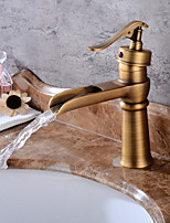 По центру Водопад with  Керамический клапан Одно отверстие for  Античная медь , Ванная раковина кран